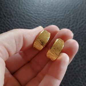 VTG Monet clip on earrings